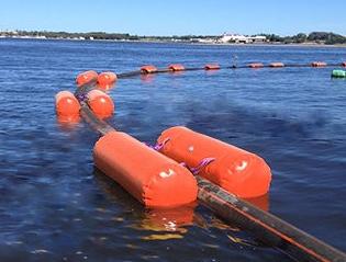 Floating hoses